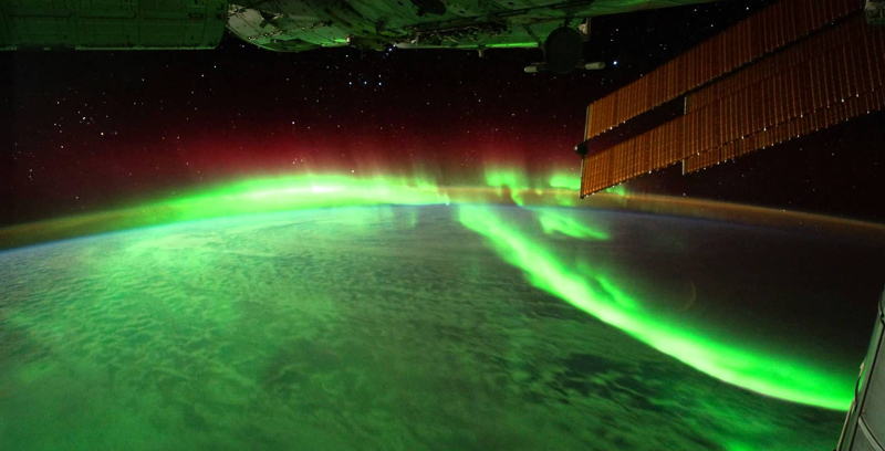 The Northern Lights that Cross the Earth
